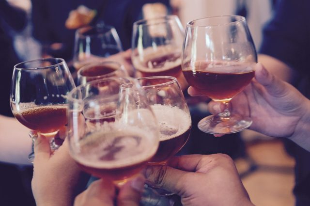Jak przechowywać domowe wino?