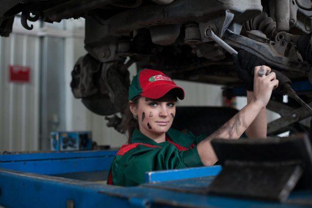 Jakie części trzeba regularnie wymieniać w samochodzie?
