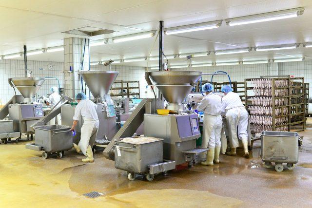 Jaka odzież potrzebna jest do pracy w fabryce?