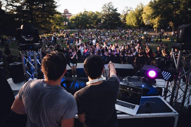 Na jakie wydarzenia warto zatrudnić DJ'a?