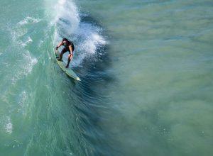 Surfing przy niższych temperaturach – co się przyda?