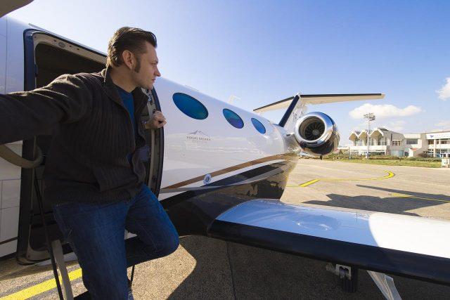Wynajem prywatnego samolotu – co trzeba wiedzieć?