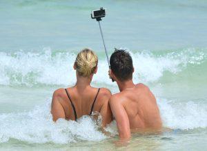 Jakie akcesoria do smartfona przydadzą nam się w podróży?