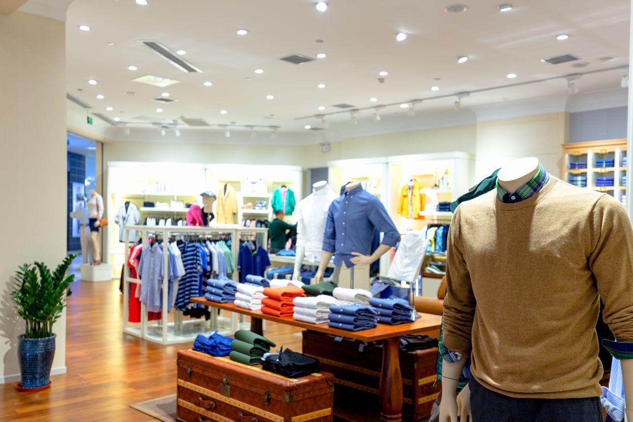 Jakie są rodzaje mebli sklepowych?
