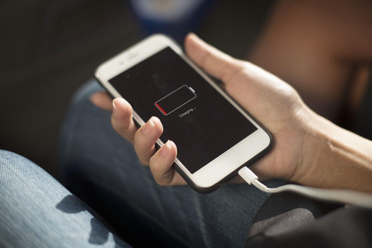 Jak używać baterii w telefonie?