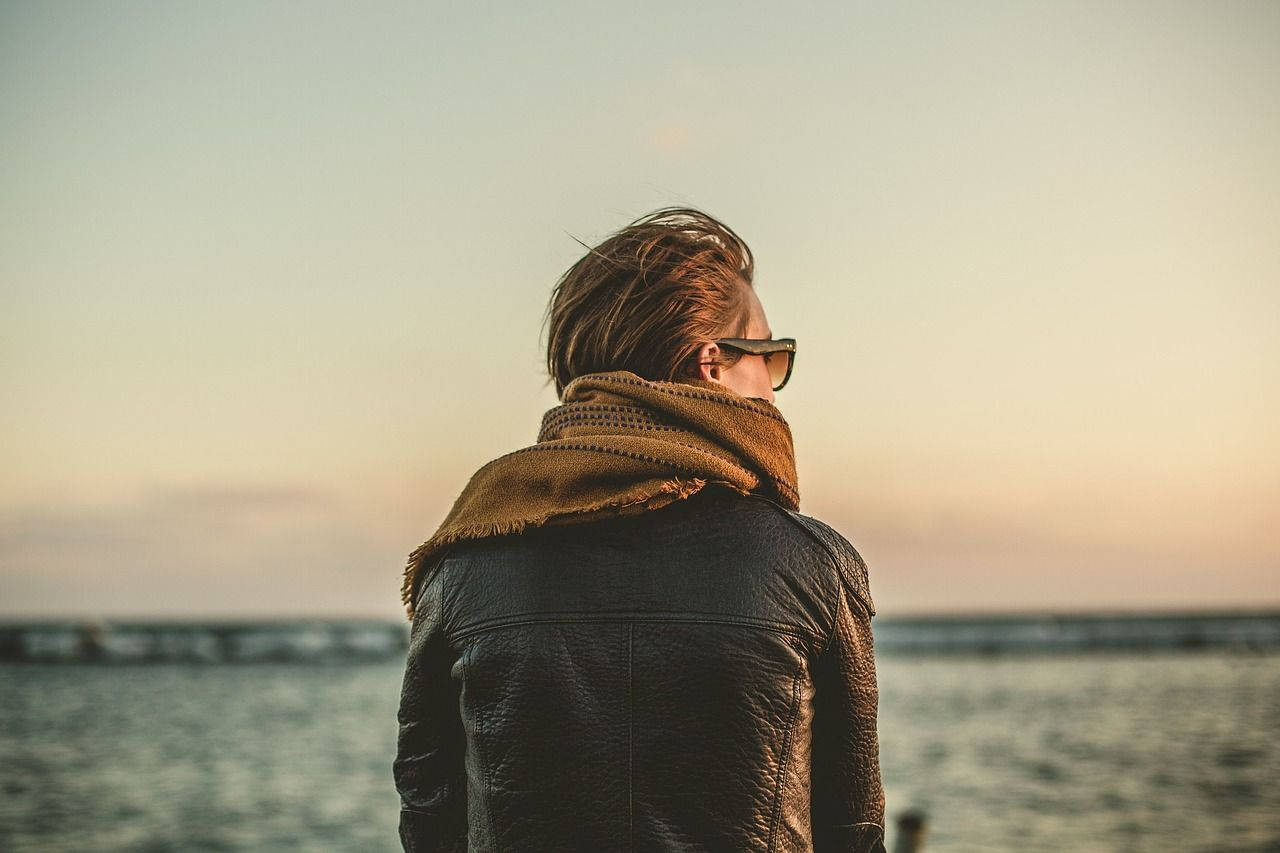 Skórzana kurtka – modny strój nie tylko dla młodzieży