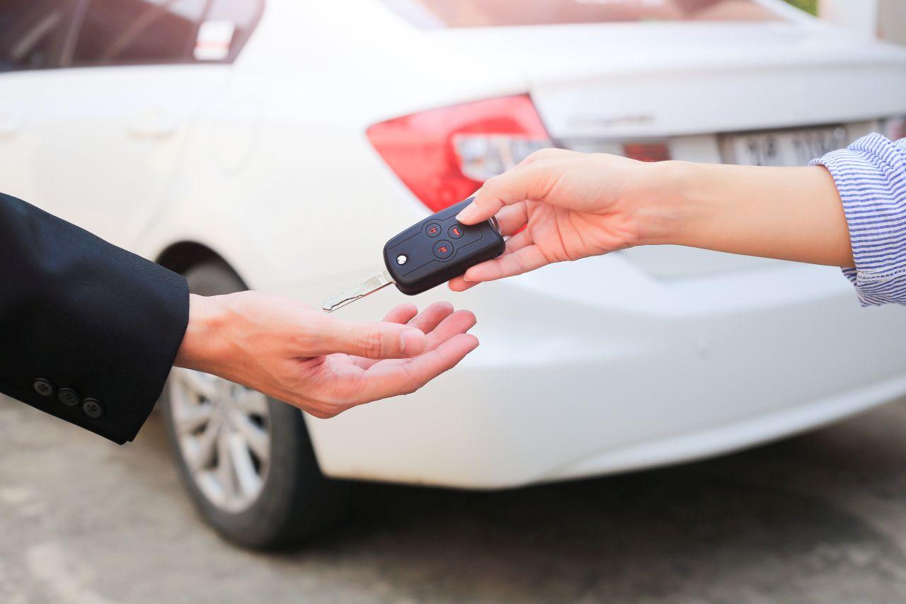 Wynajem samochodu osobowego – poradnik dla początkujących