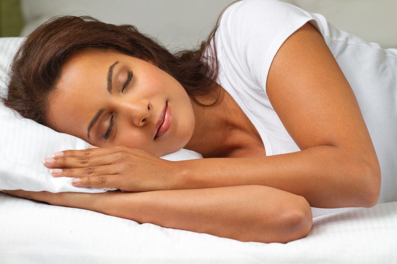 Łóżko z materacem, czy sofa – co jest najlepsze do spania?