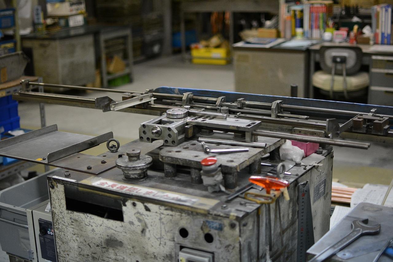 Jakie części w maszynach automatycznych trzeba regularnie sprawdzać?