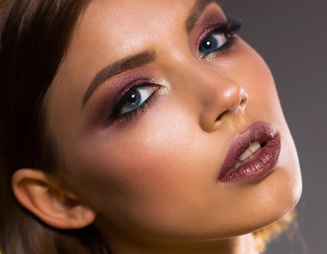 Jak zrobić makijaż wieczorowy?