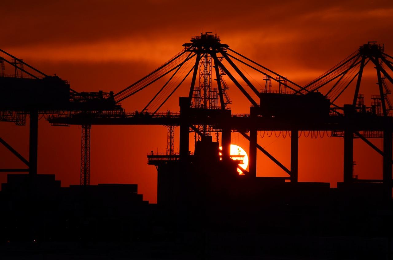 Ile kosztują i czym wyróżniają się opony przemysłowe?