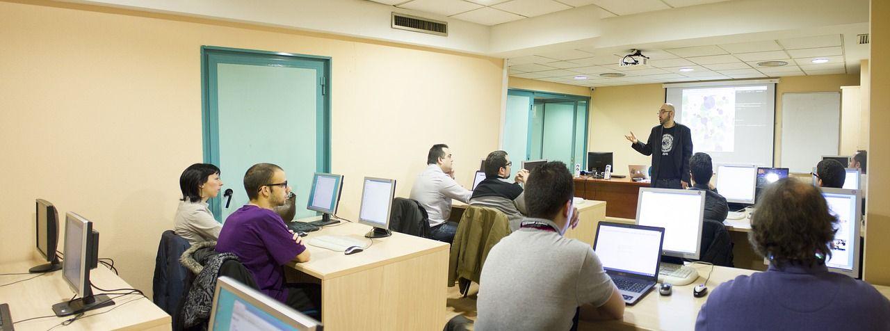 Nauka języka indywidualnie i w grupie