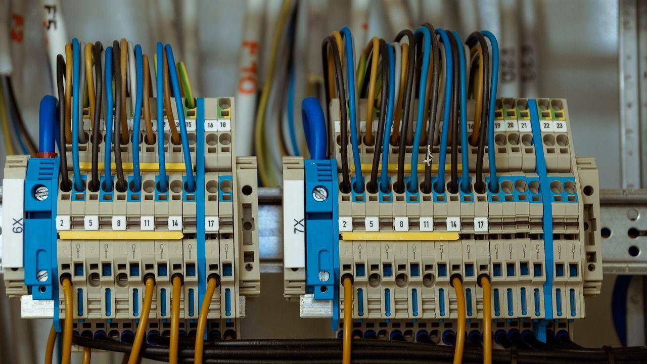 Jakie części mają wpływ na bezpieczne użytkowanie urządzeń elektrycznych?