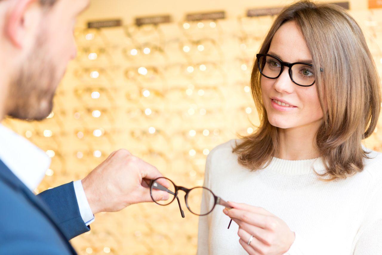 Czy warto inwestować w markowe okulary?