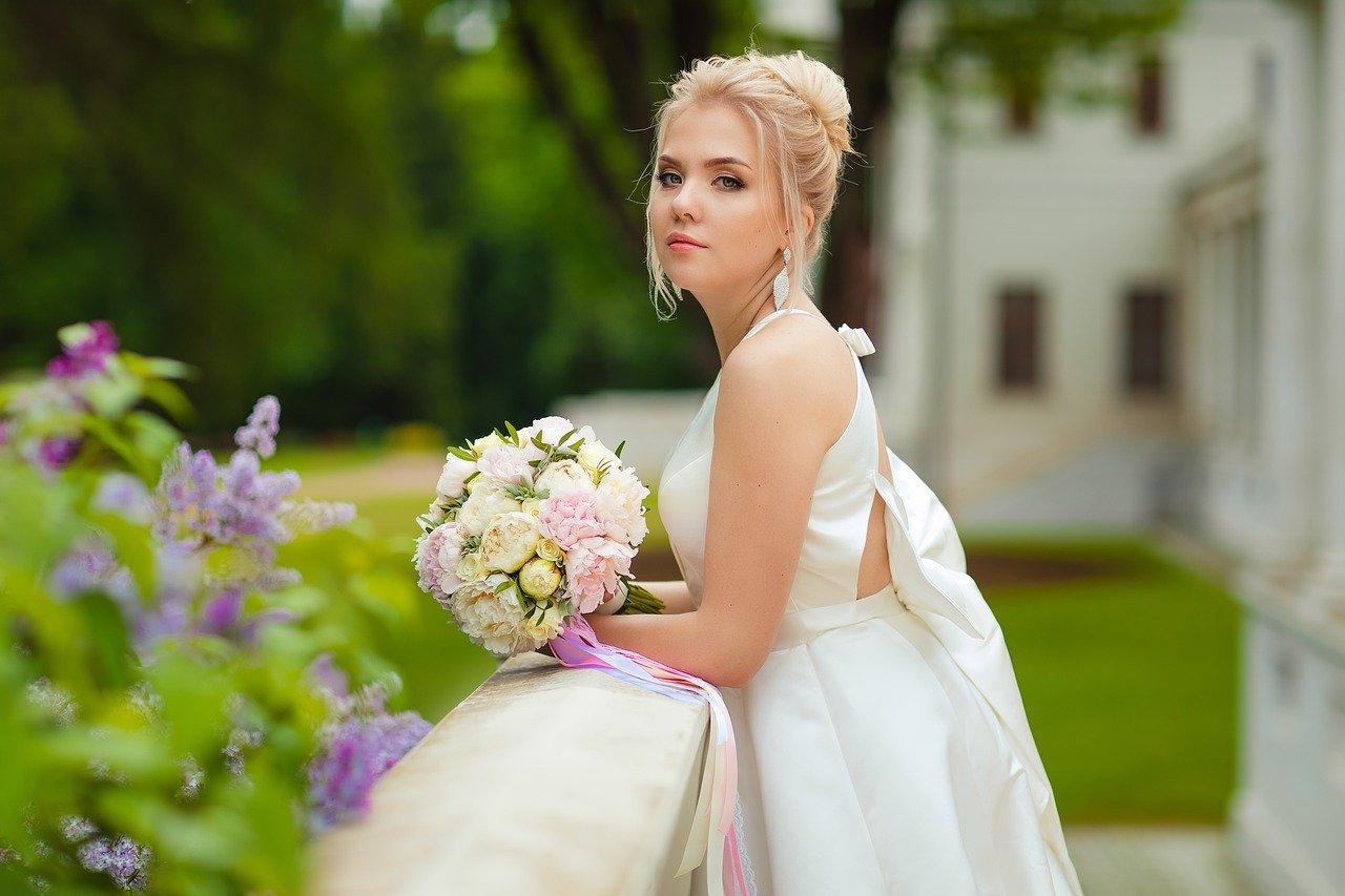 Idealne suknie na wesele latem