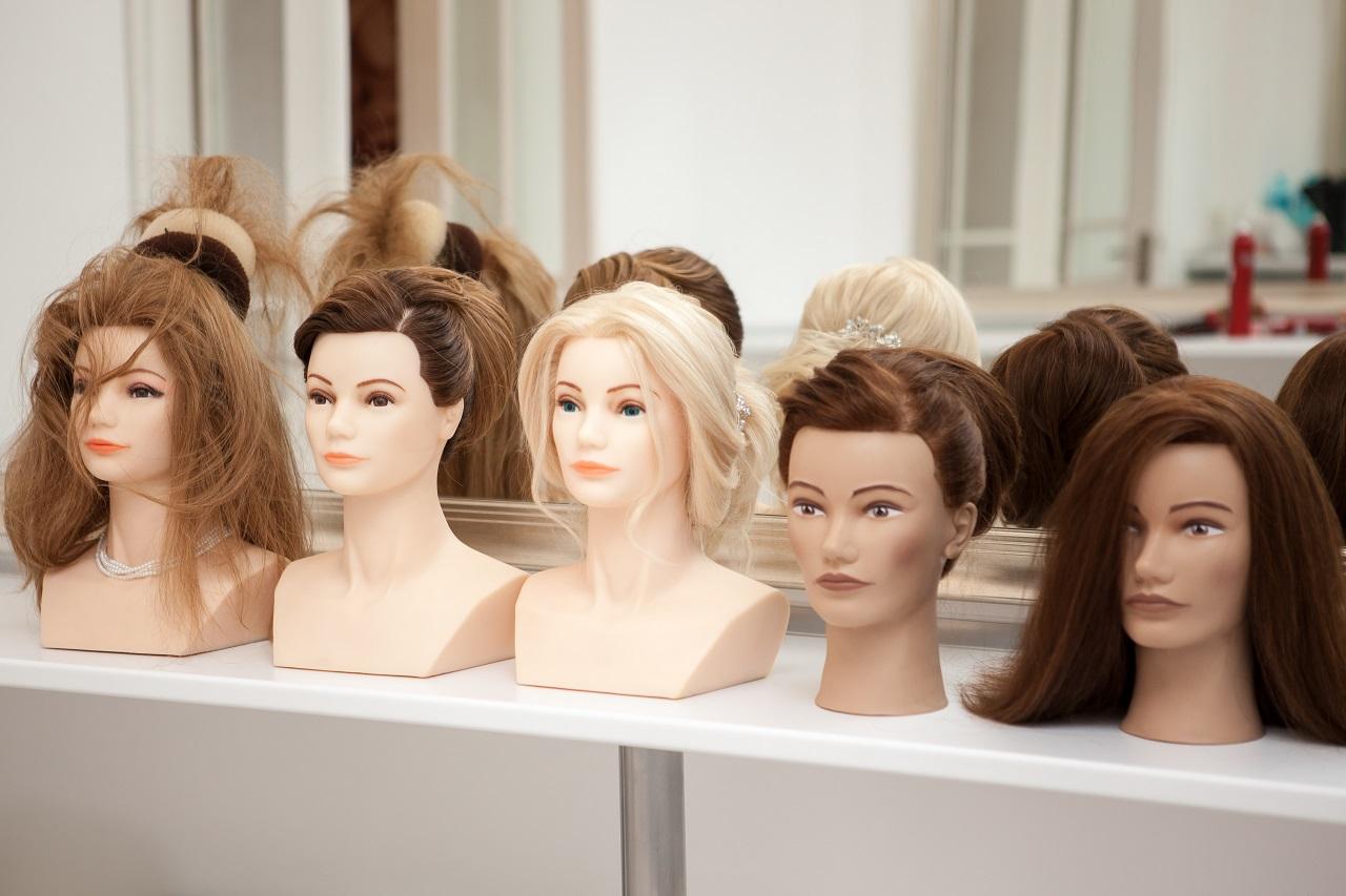 Jak odróżnić perukę naturalną od syntetycznej?