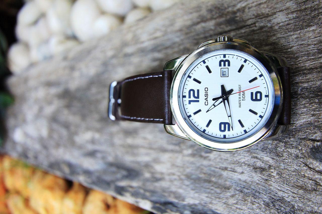 Klasyk czy smartwatch – jaki zegarek kupić?
