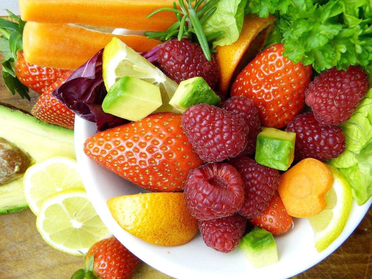 Pomysły na owocowe sałatki