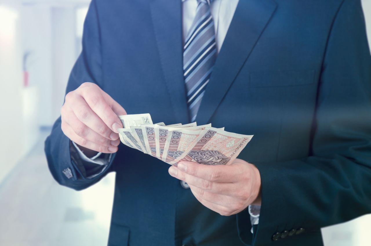 W jaki sposób możliwe jest odzyskanie zwrotu prowizji bankowej?