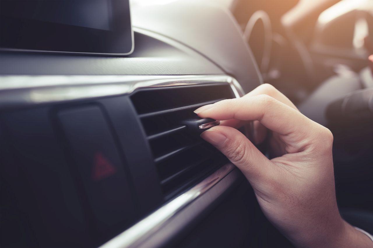 Serwis klimatyzacji w pojeździe – w jakim zakresie może on pomóc
