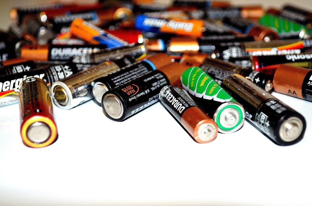 Gdzie wyrzucać zużyte lub uszkodzone baterie?