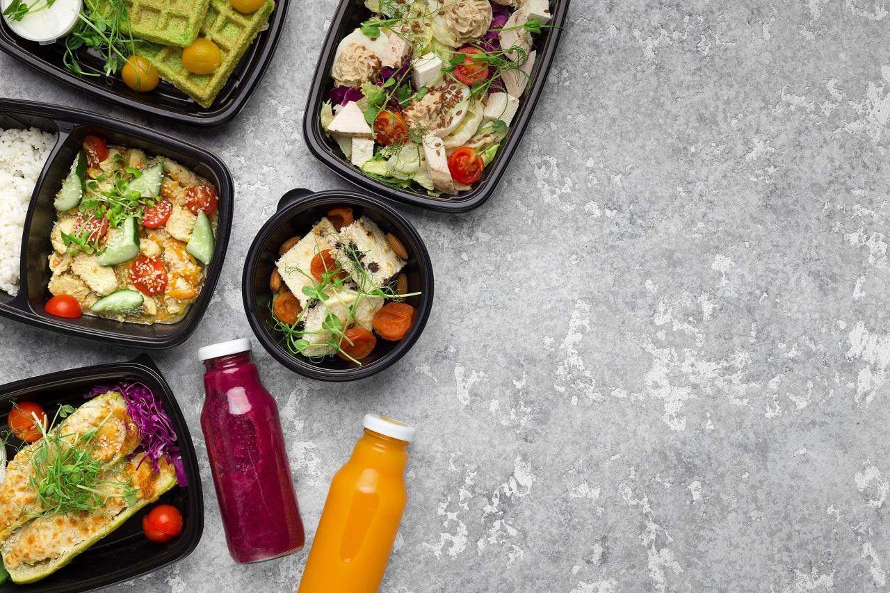 Urozmaicone i zdrowe posiłki – jak oszczędzić czas na ich przygotowaniu?