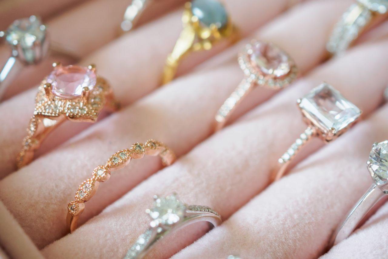 Czym się kierować przy wyborze pierścionka?
