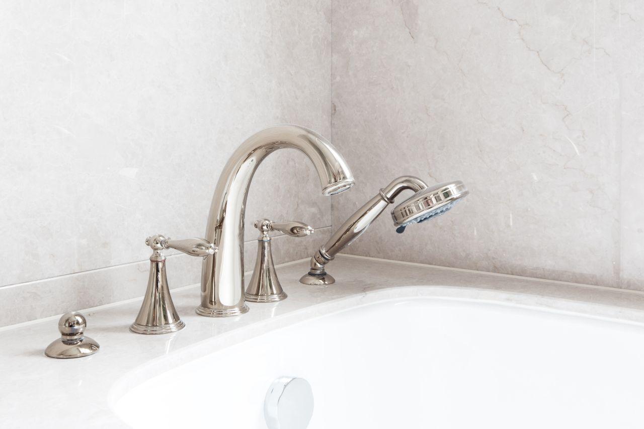 Sposoby na ogrzewanie wody w domu – jaki system wybrać?