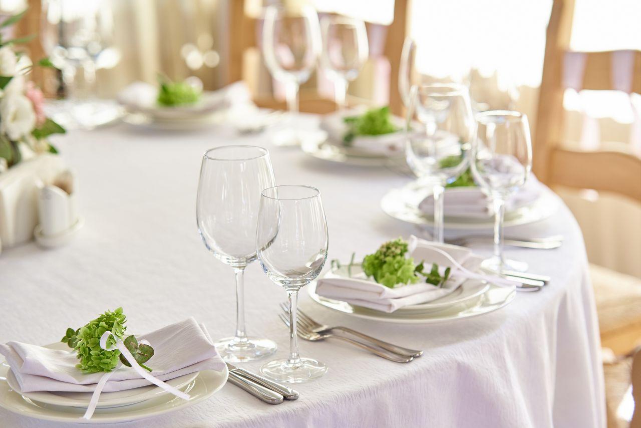 Jak nakryć do stołu, na czas imprezy rodzinnej?