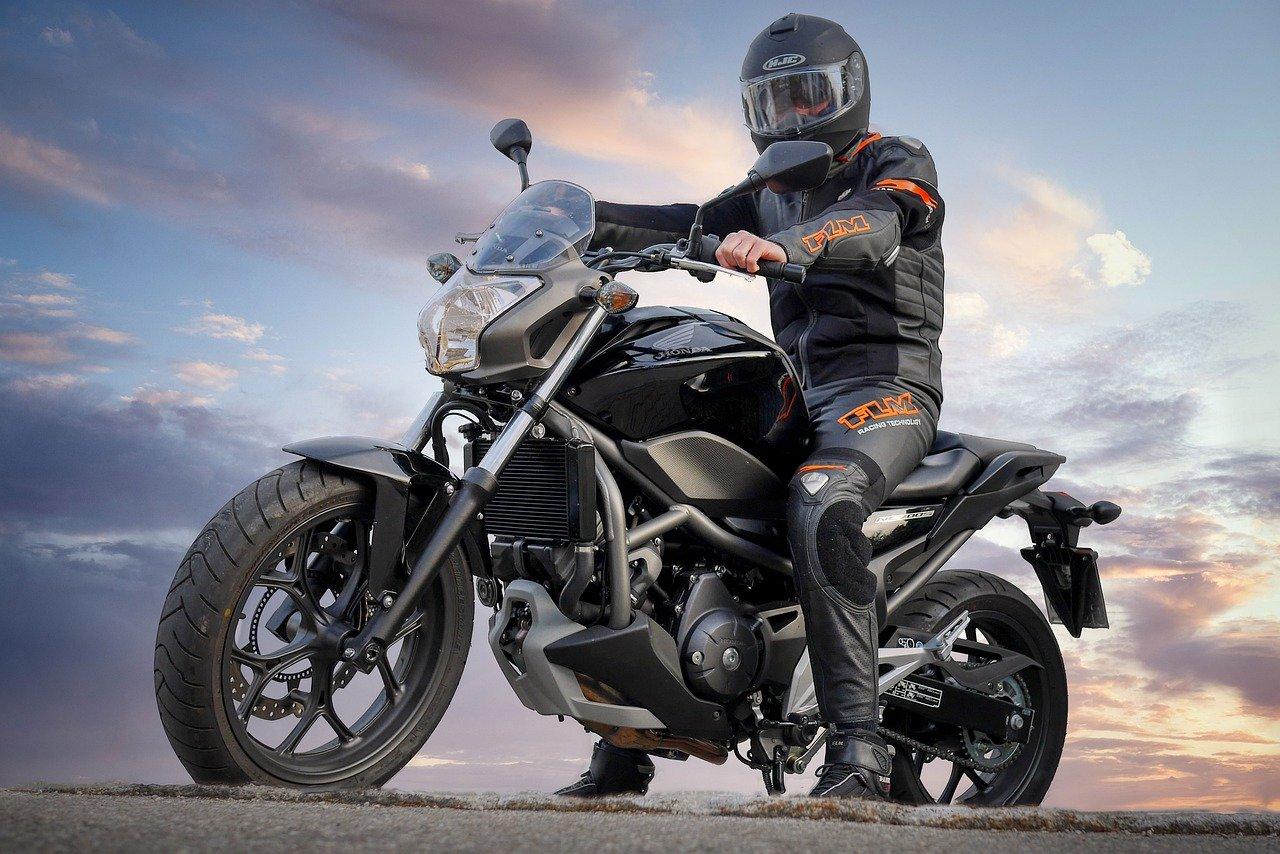 Podstawowe wyposażenie każdego motocyklisty