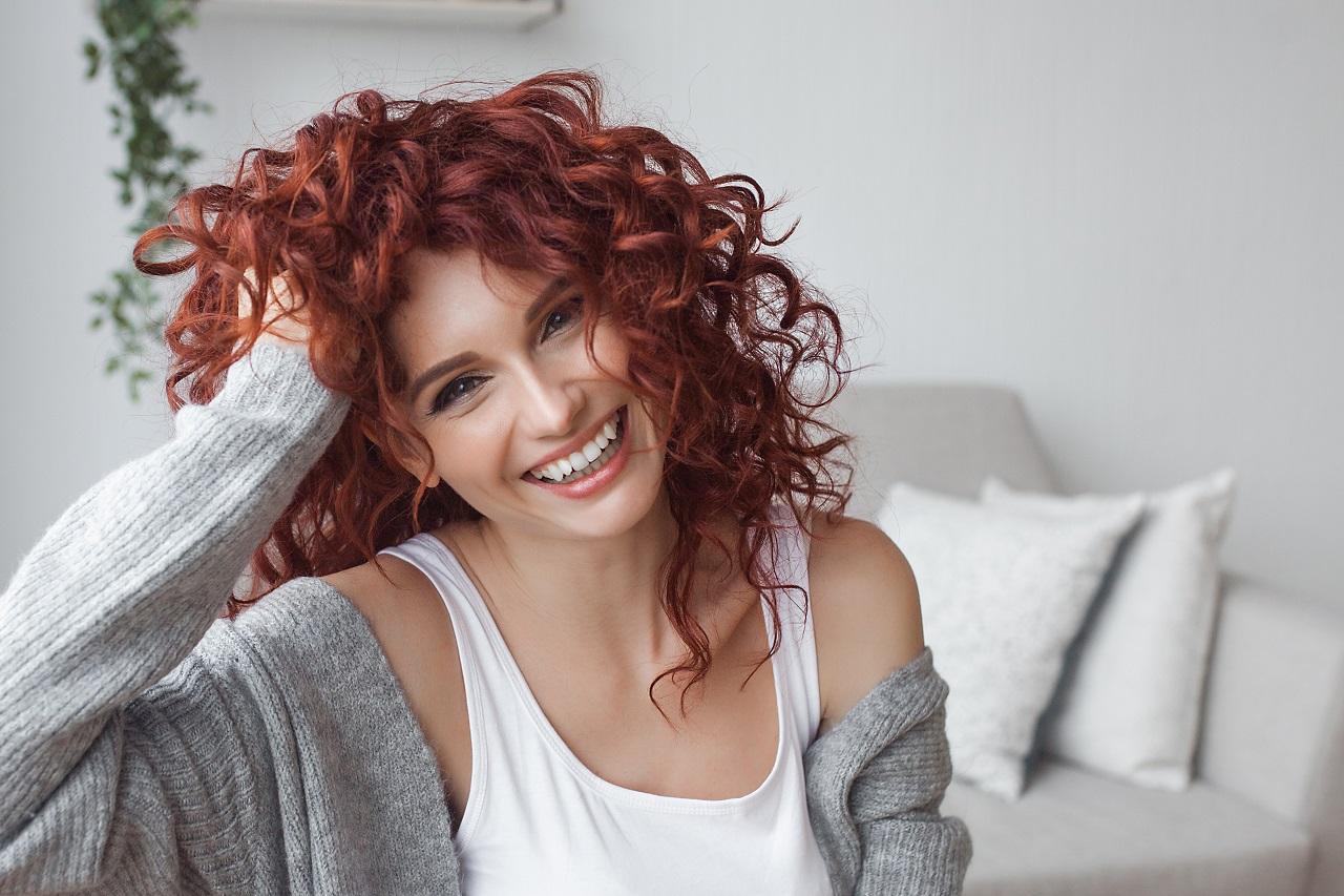 Jakiego rodzaju preparaty mogą wzmocnić włosy i wspomóc ich stylizację?