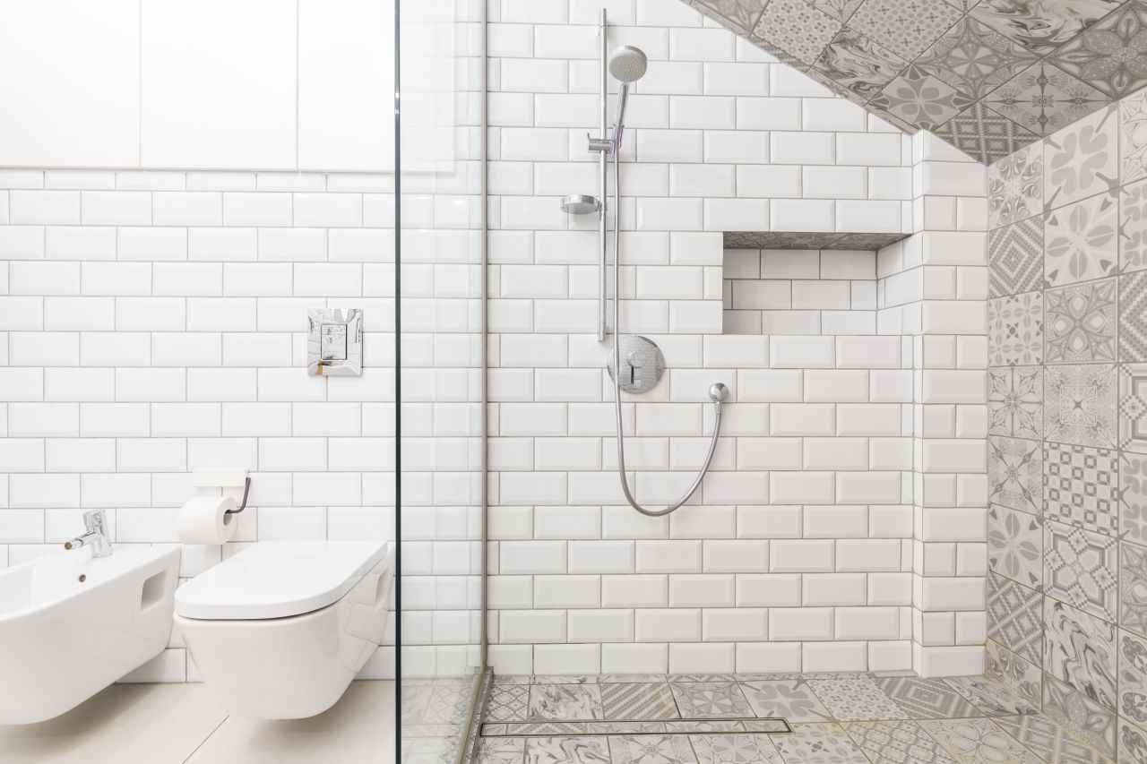 Mozaika w łazience, czyli jak stworzyć wnętrze z charakterem