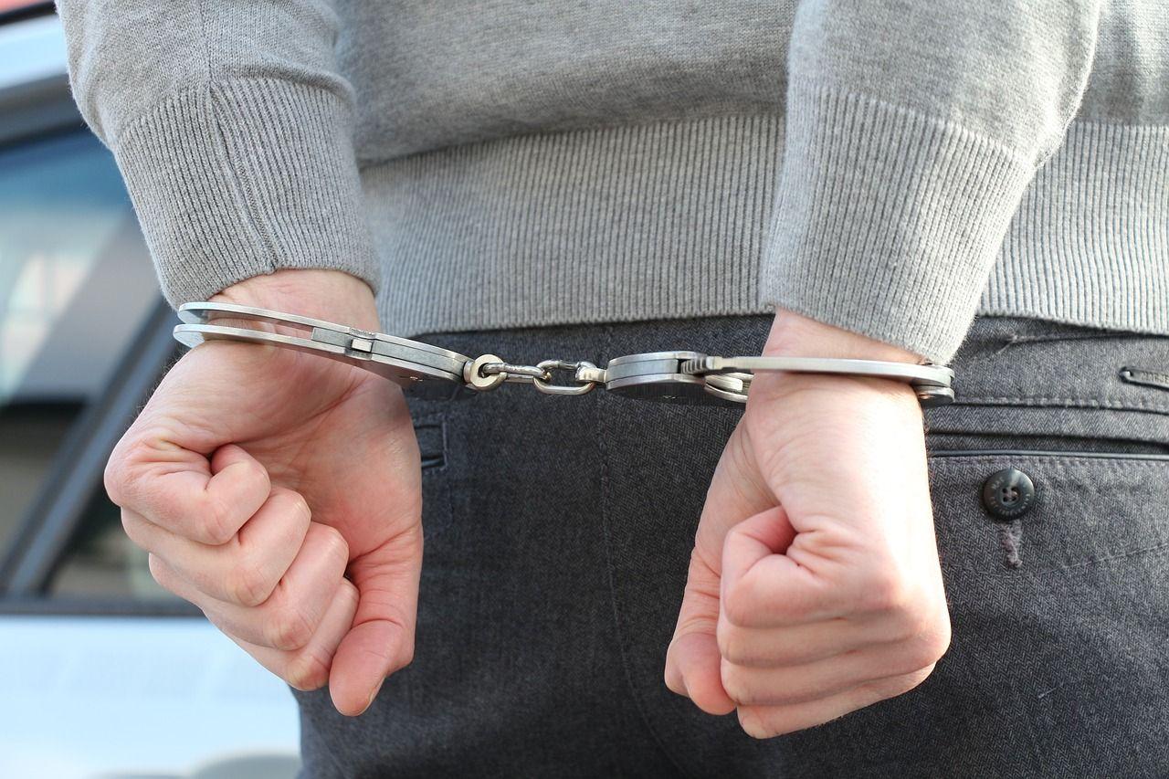 Jakie czynności najlepiej podjąć tuż po zatrzymaniu i aresztowaniu?