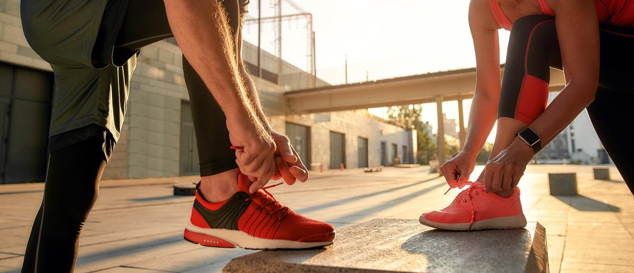 Jakie obuwie sprawdzi się w przypadku osób, które lubią spędzać aktywnie czas?