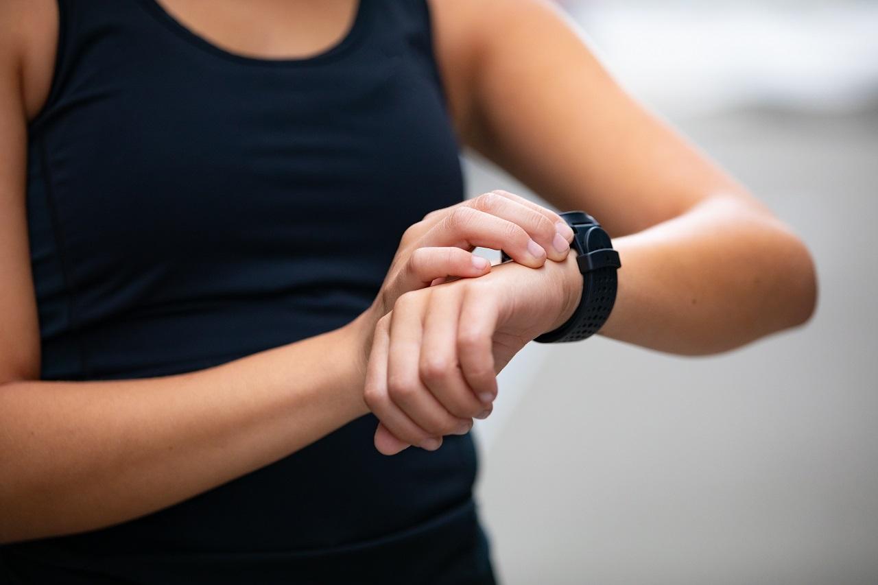 W jakie funkcje i udogodnienia wyposażone są sportowe zegarki?