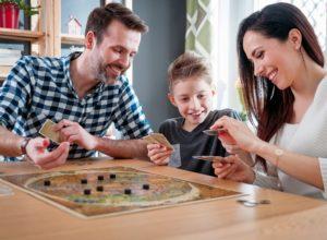 Jak spędzać popołudnie z dziećmi – czy gry planszowe to dobry pomysł?