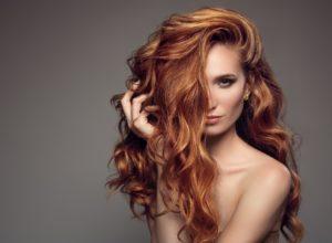 Za pomocą jakich rozwiązań sprawić, aby nasze włosy były gęstsze i bujniejsze?